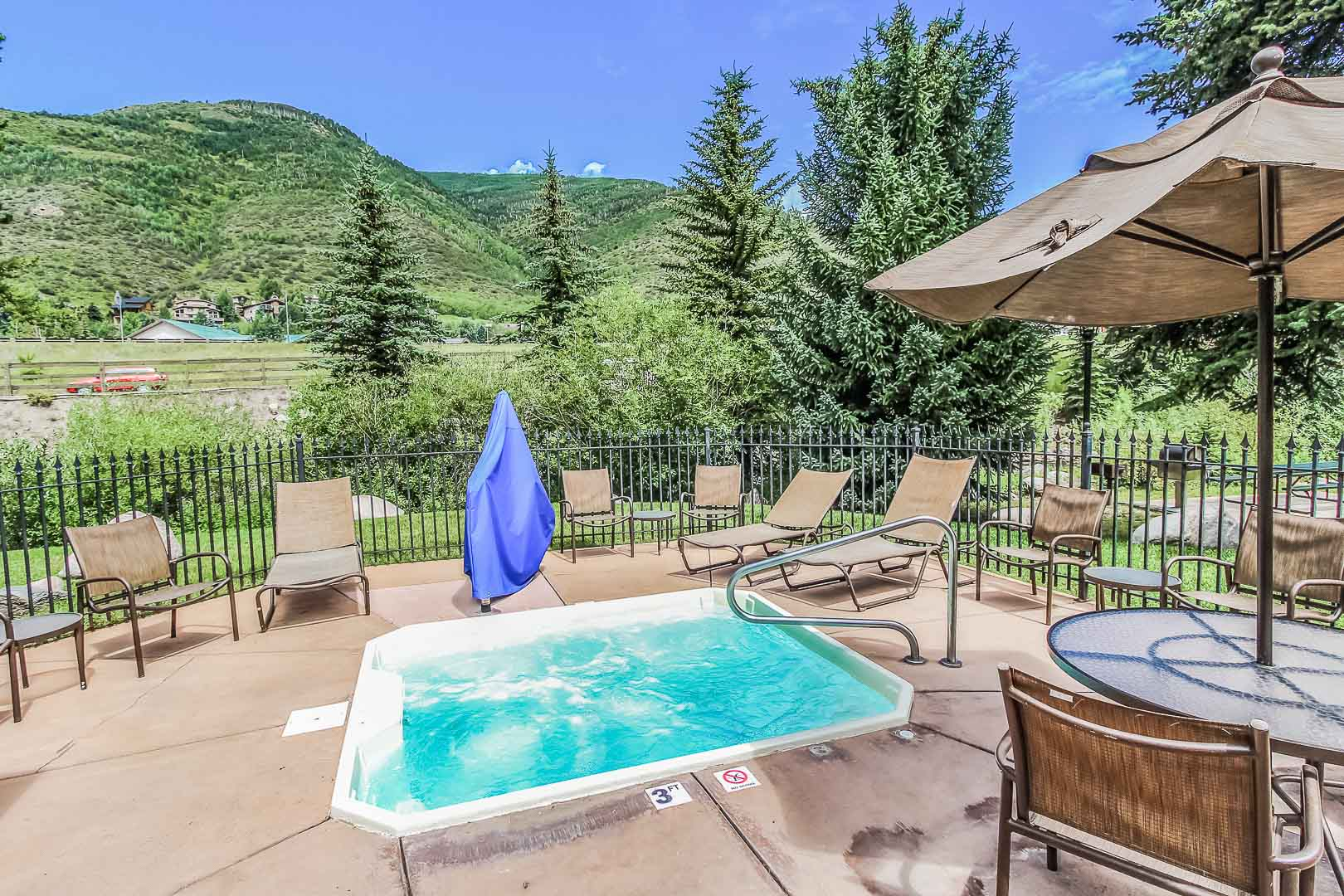 A breathtaking view and an outdoor Jacuzzi at VRI's Aspen at Streamside in Colorado.