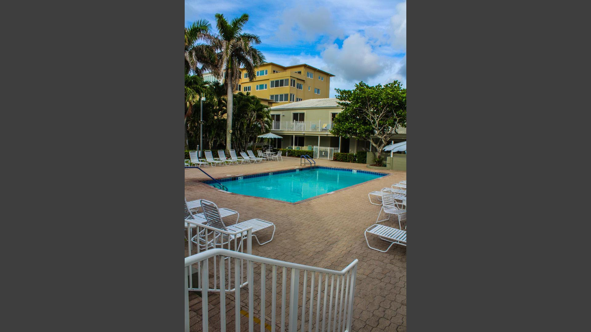 Birkshire By The Sea Pool