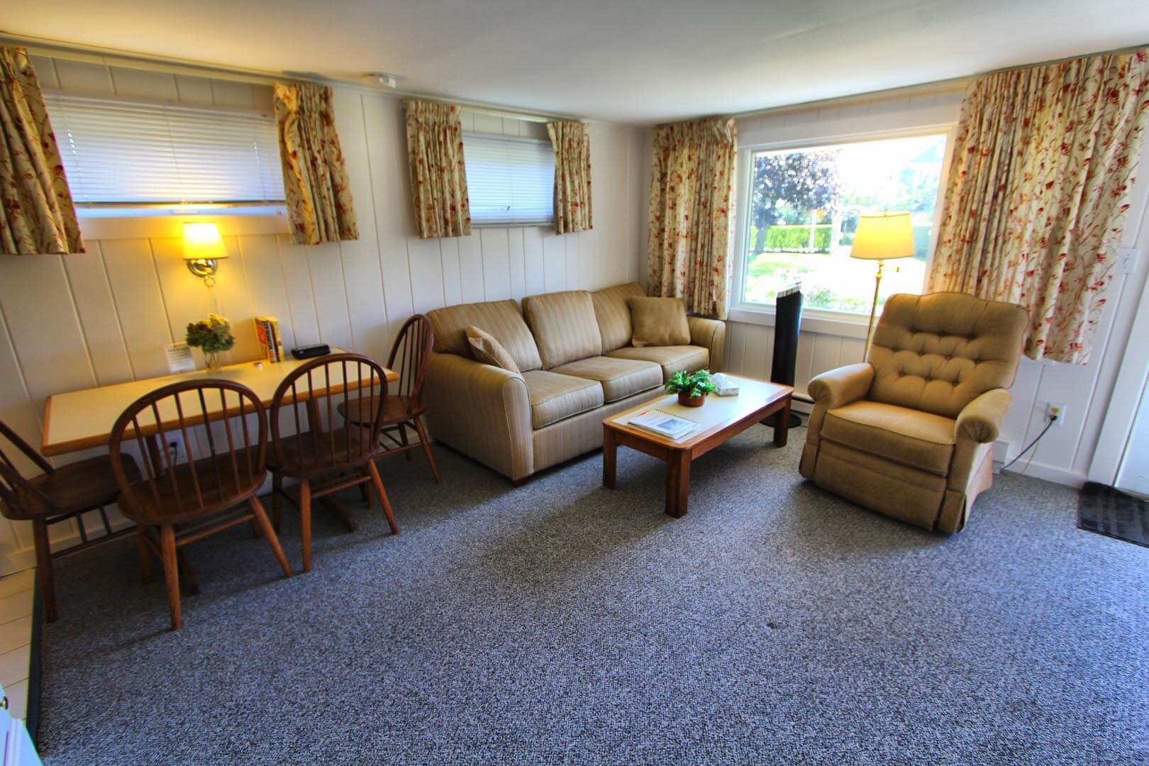 A quaint living room area at VRI's Brant Point Courtyard in Massachusetts.