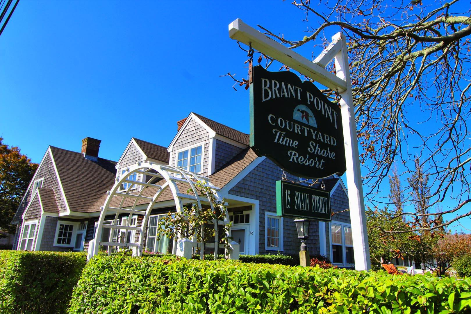 Brant Point Courtyard Signage