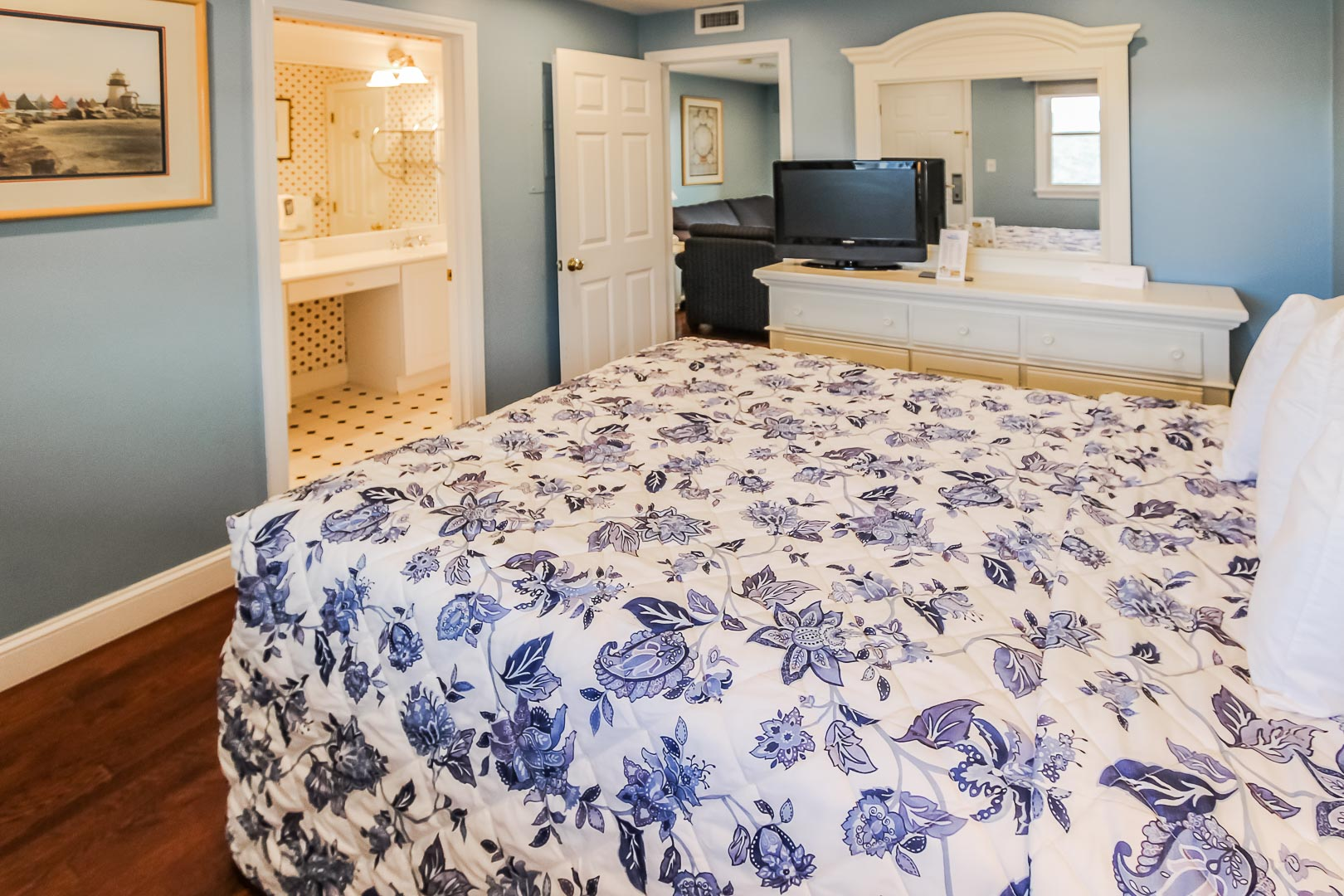 A quaint bedroom at VRI's Edgewater Beach Resort in Massachusetts.