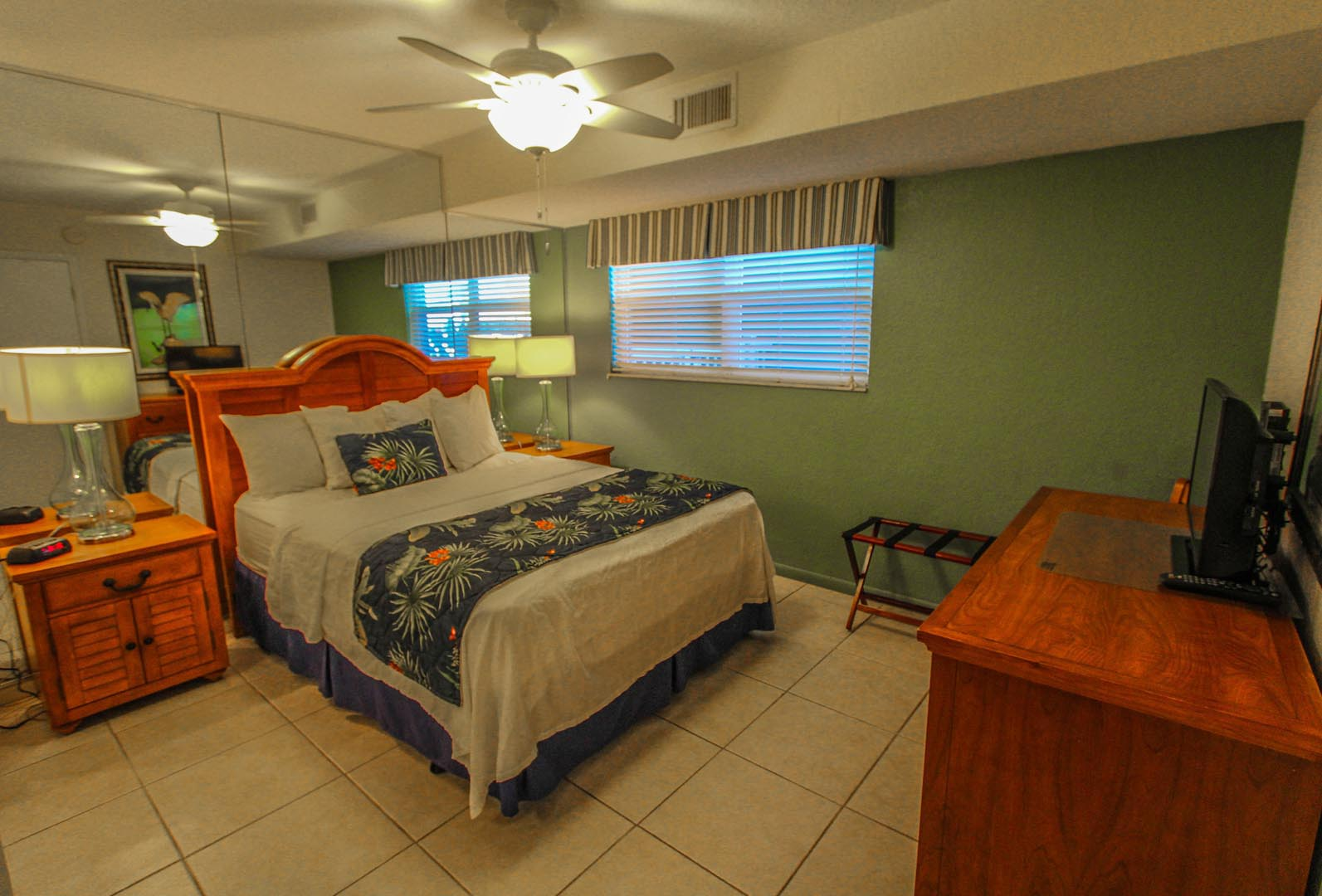 Mariner Beach Club Bedroom