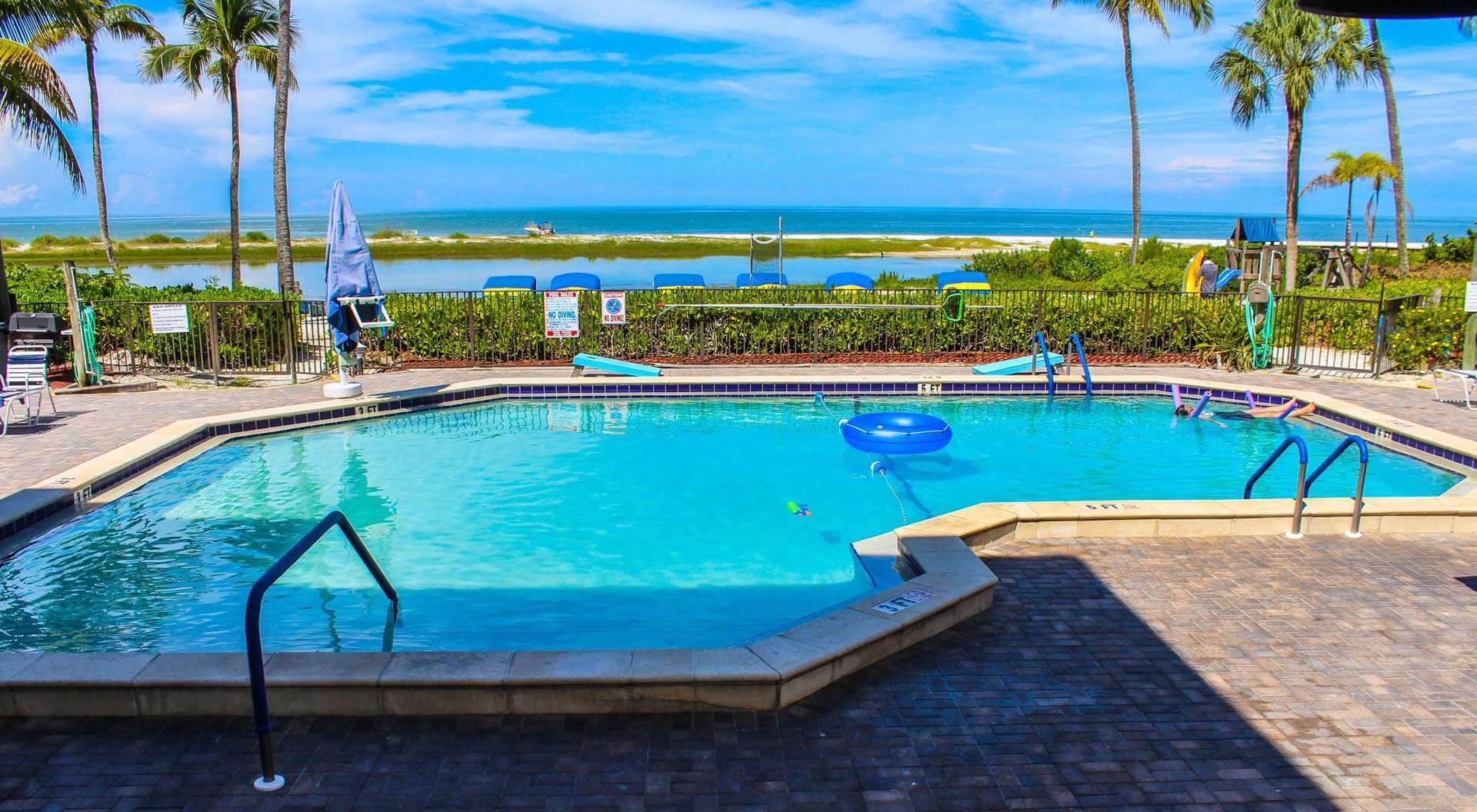 Mariner Boat House Pool