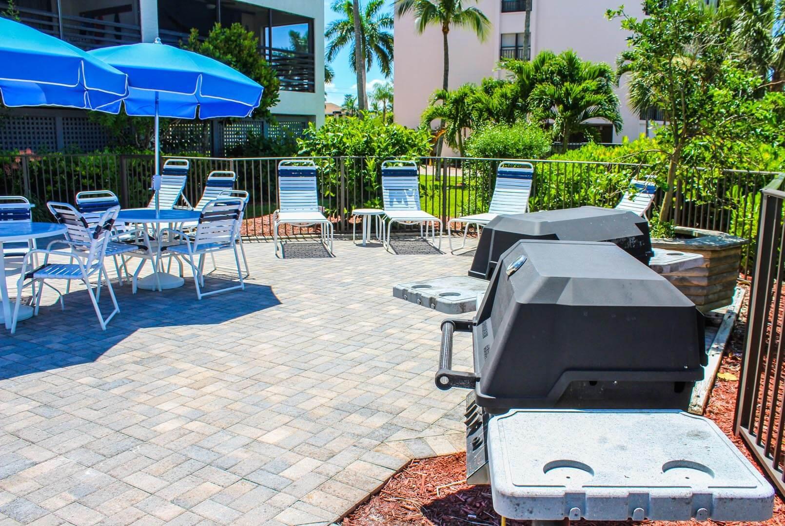 Mariner's Boathouse - Resort Amenities _ BBQ Grills