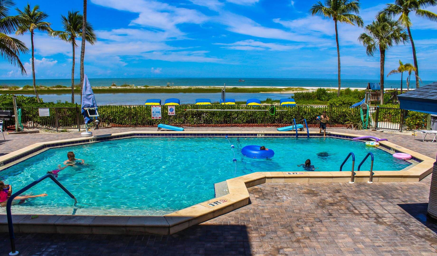 Mariner's Boathouse - Resort Amenities - Pool
