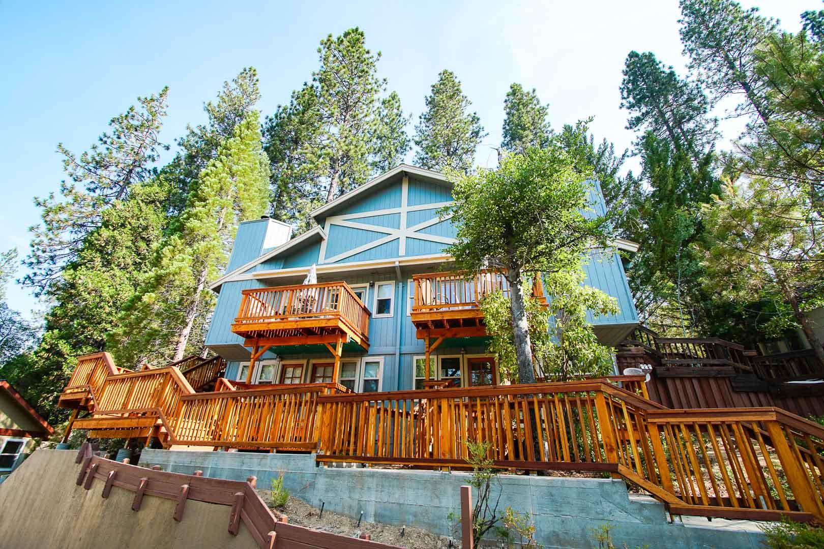 A peaceful master bedroom at VRI's Mountain Retreat Resort in California.