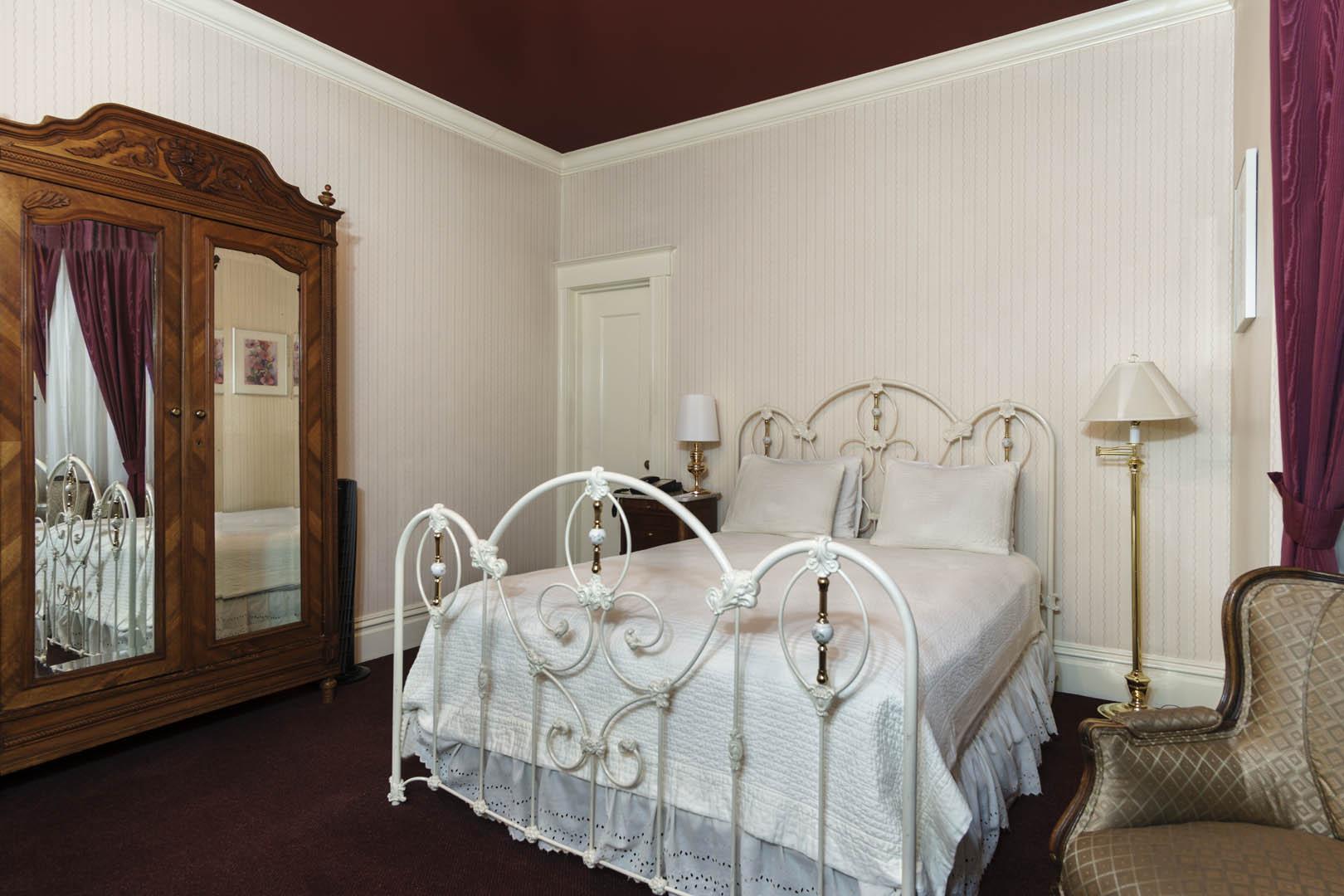 Nob Hill Inn Interior Unit - Bedroom