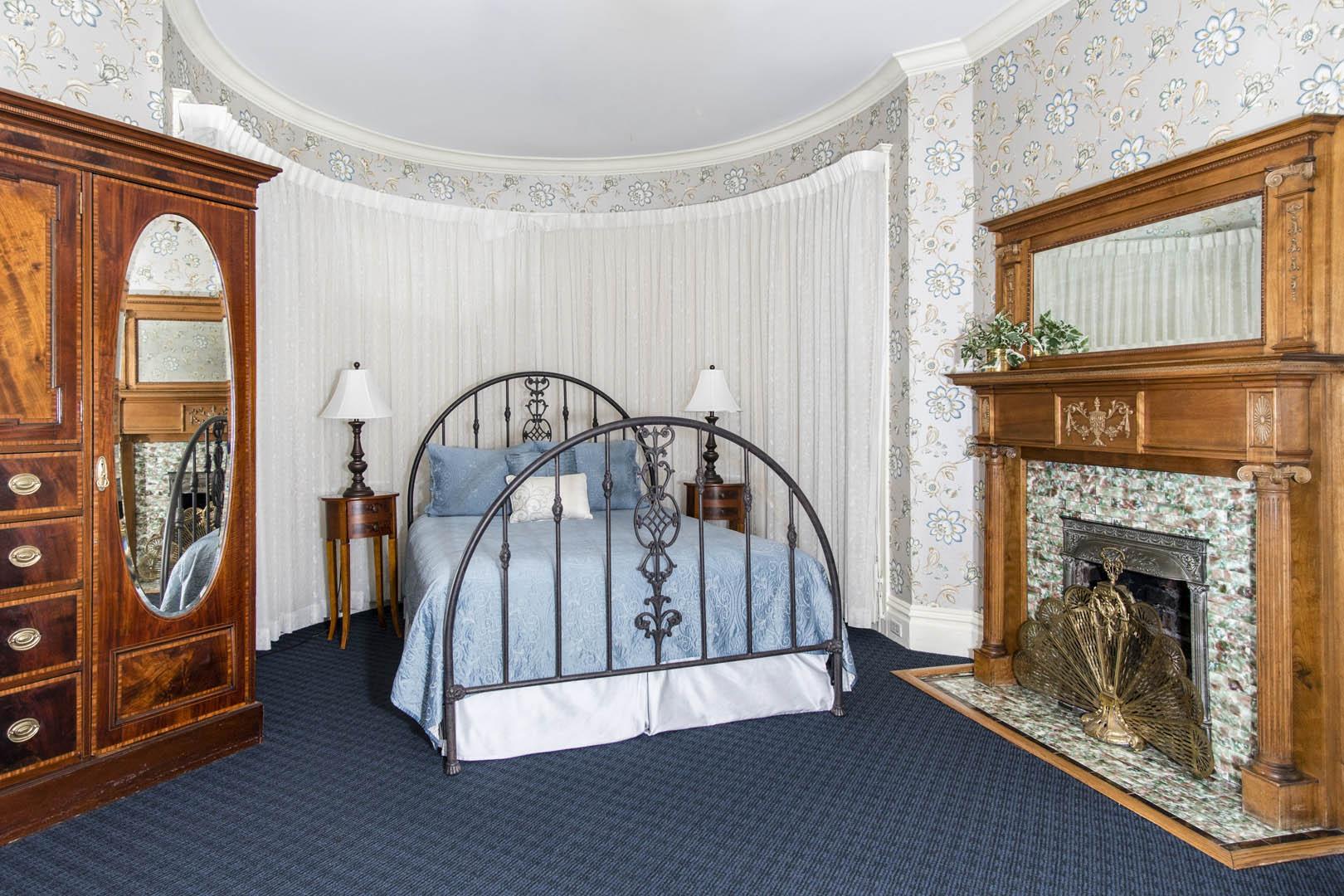 Nob Hill Inn Resort Interior - Bedroom