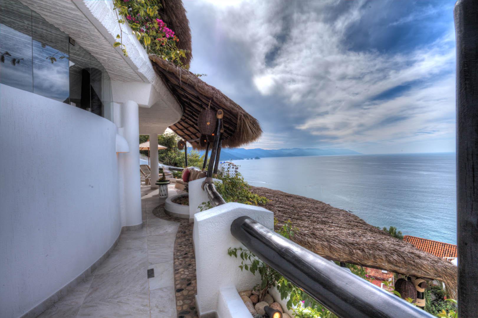 Ocho Cascadas Balcony