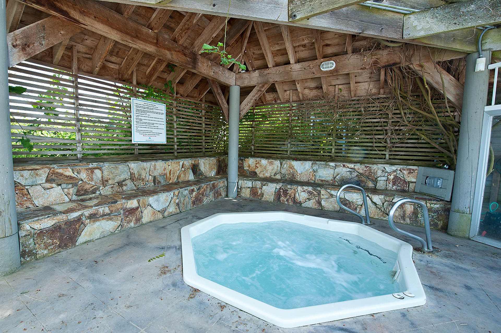 Pacific Shores Resort Spa Jacuzzi