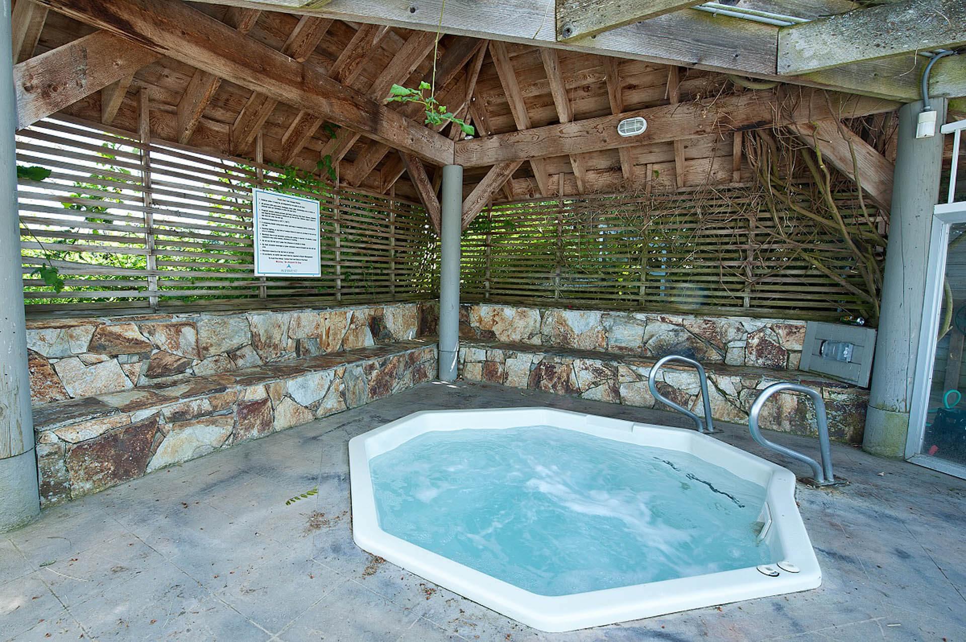 Pacific Shores Resort Spa Jacuzzi