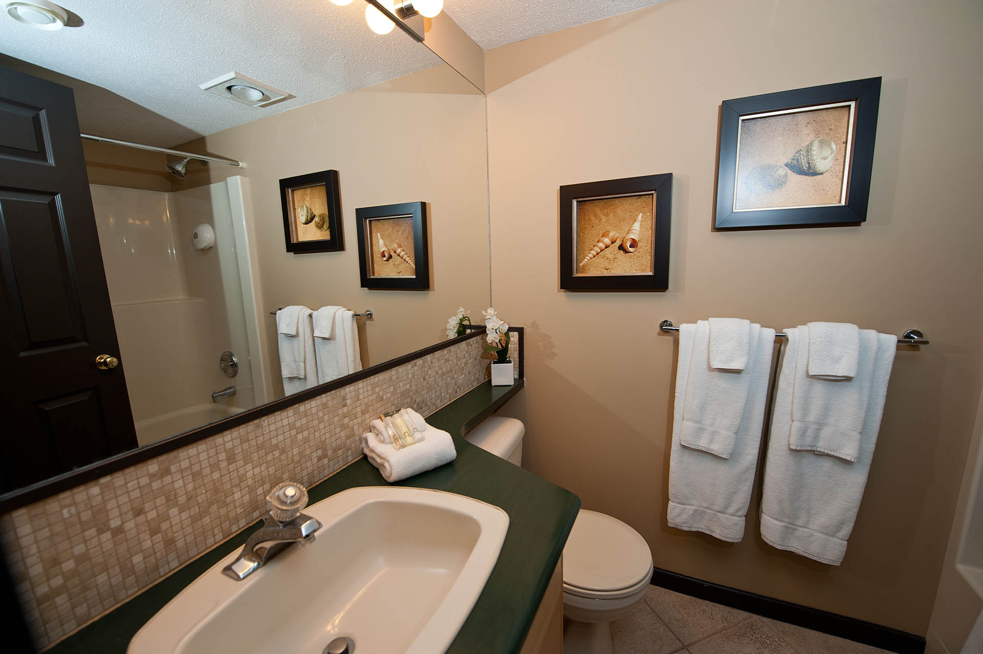 Pacific Shores Resort Spa Bathroom