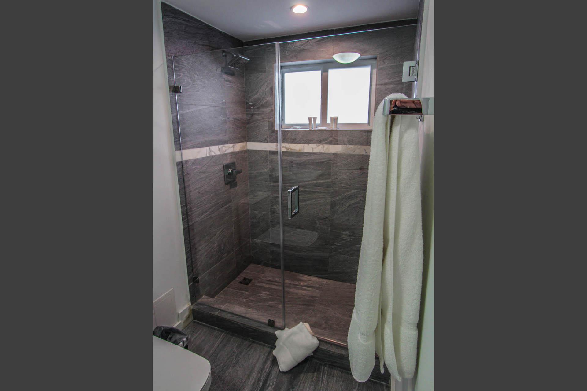 Park Royal Miami Bathroom
