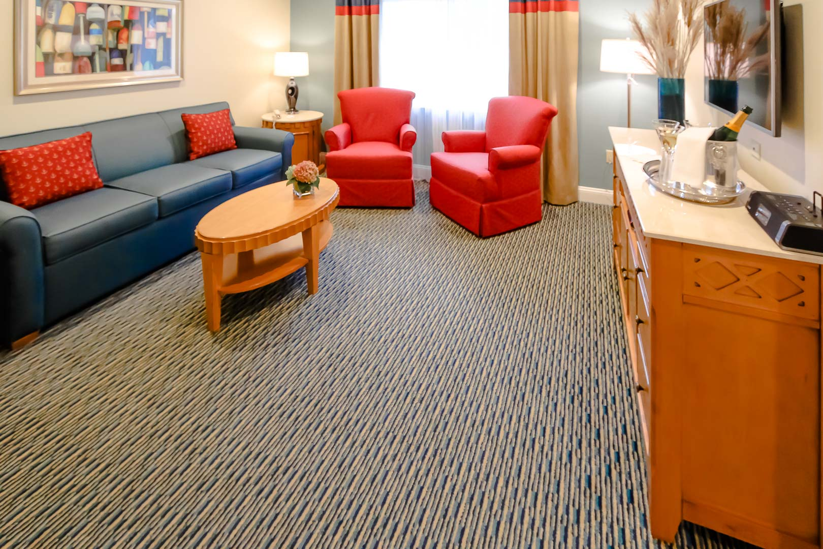 A vibrant living room area at VRI's The Cove at Yarmouth in Massachusetts.