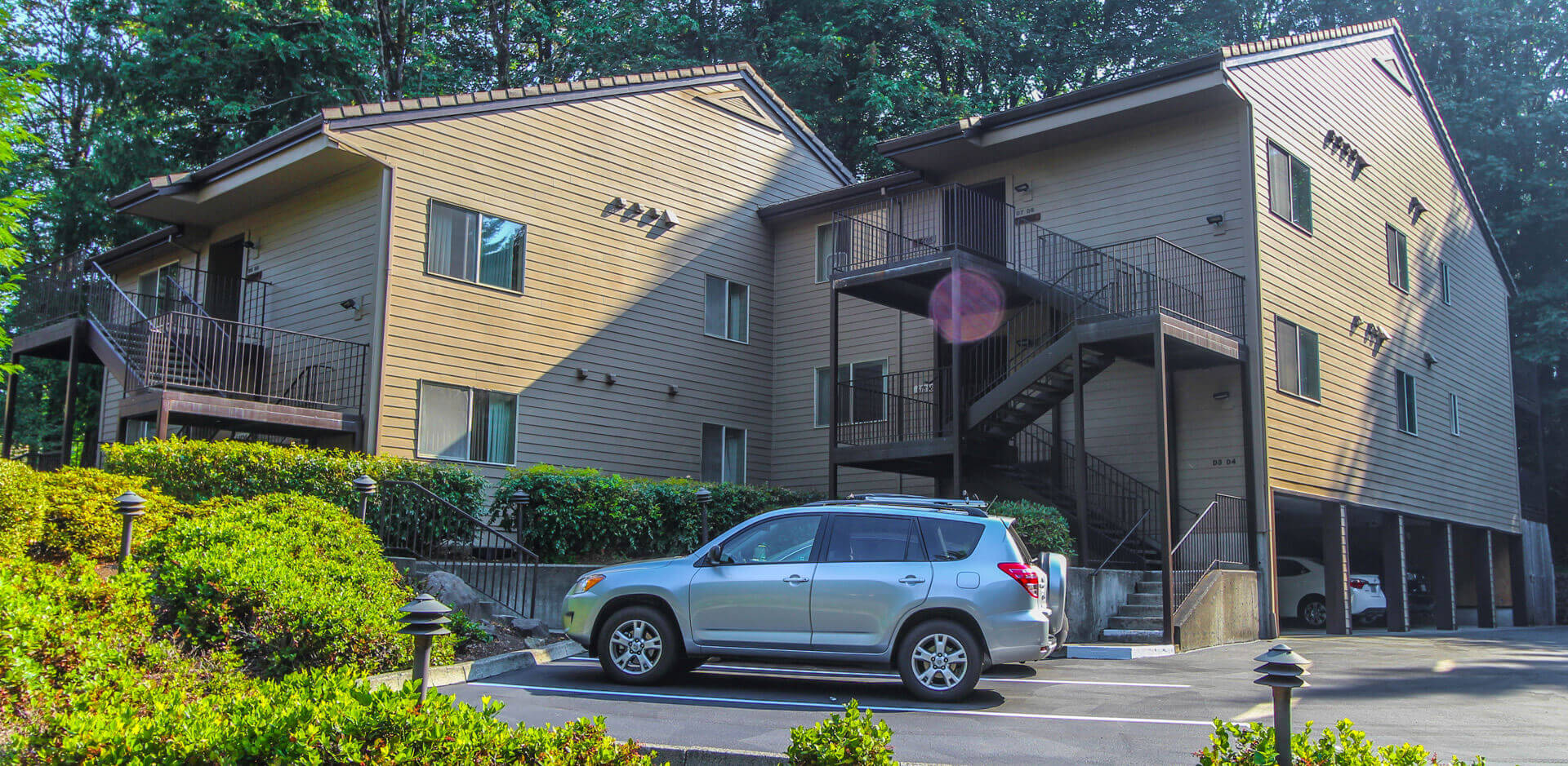 An exterior building view at VRI's Whispering Woods Resort in Oregon.