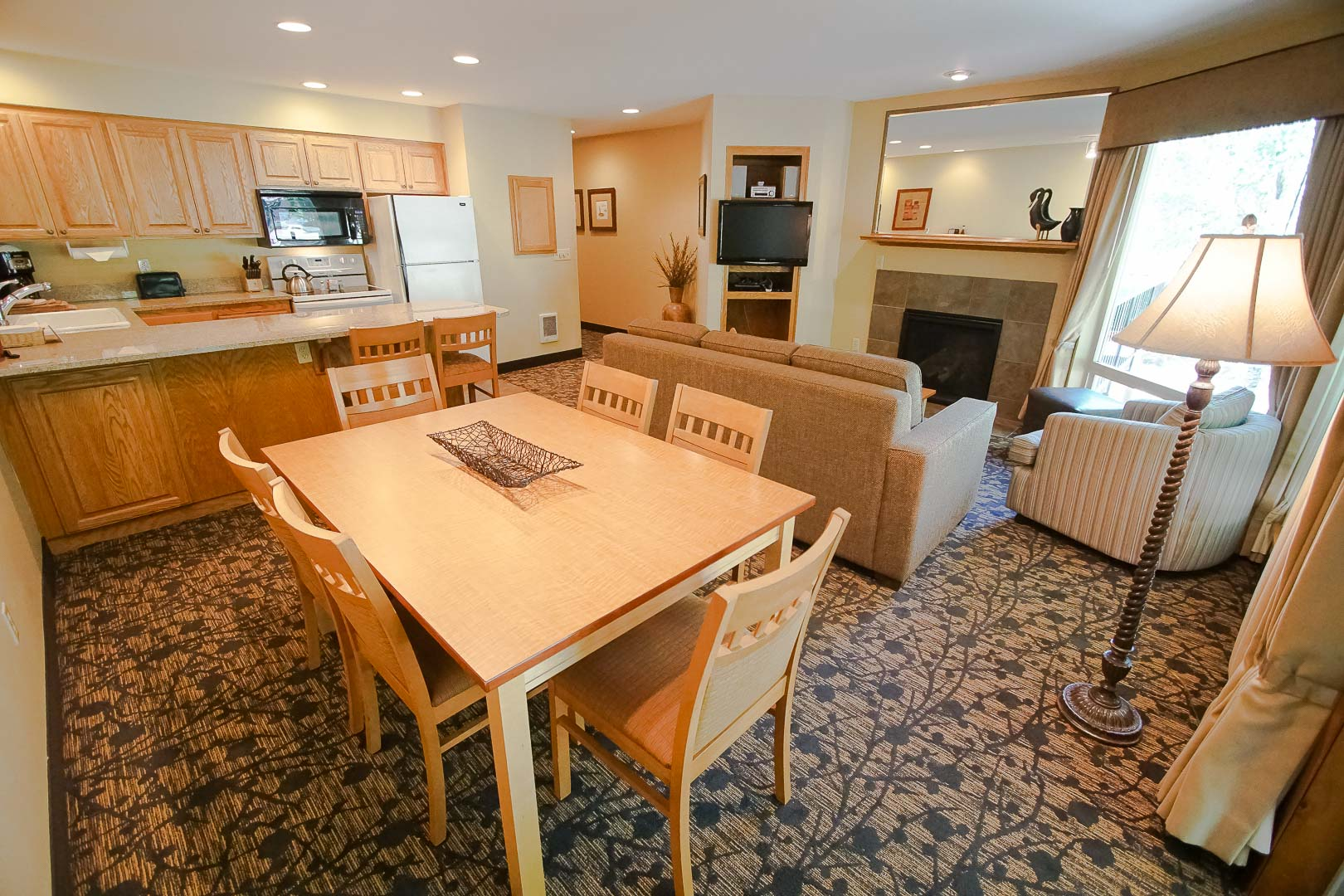 A spacious living and dining room area at VRI's Whispering Woods Resort in Oregon.