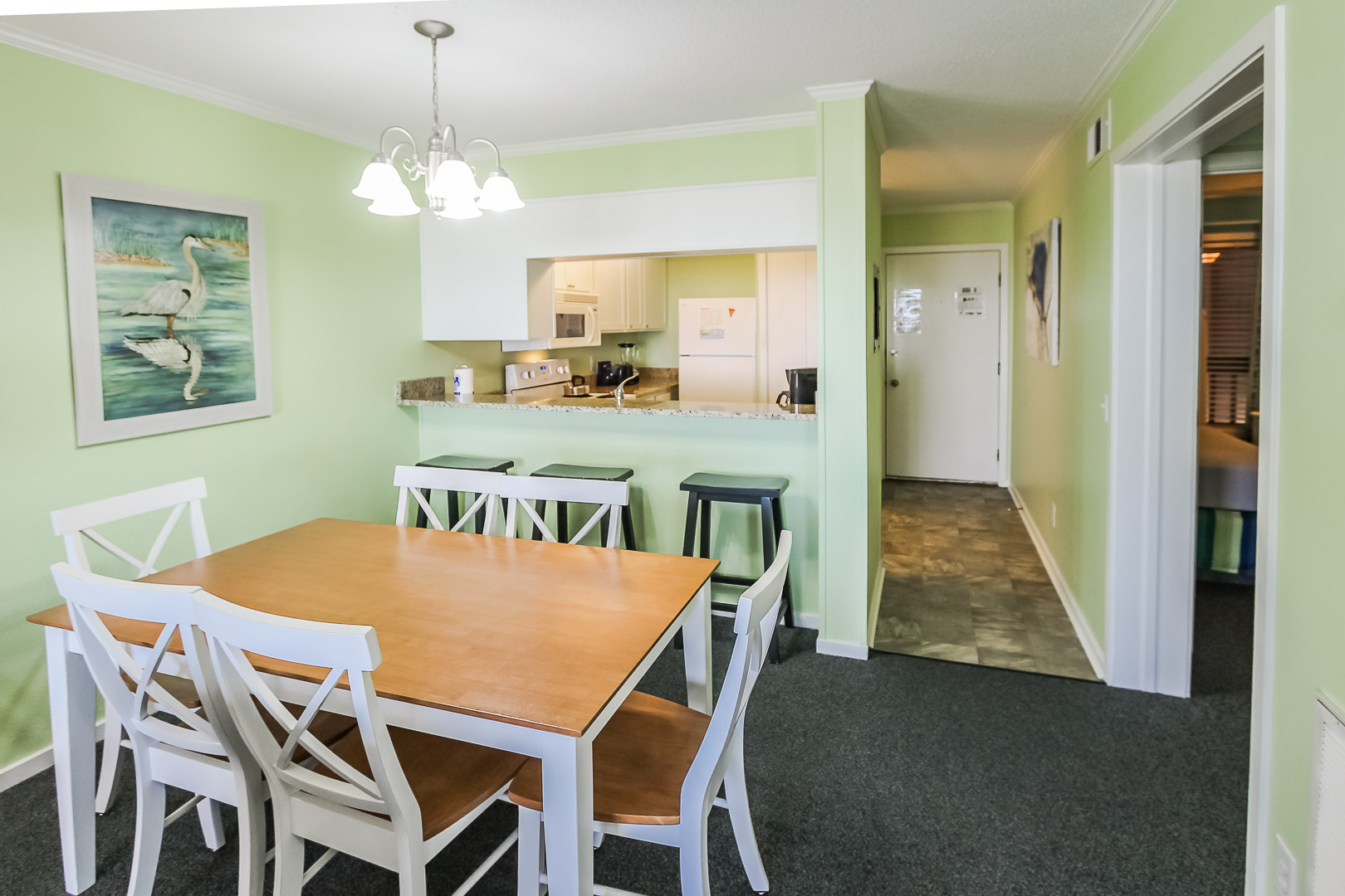 A lovely dining area at VRI's A Place at the Beach III in North Carolina