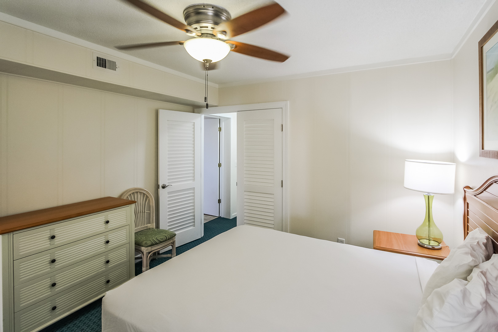 A standard master bedroom at VRI's A Place at the Beach III in North Carolina