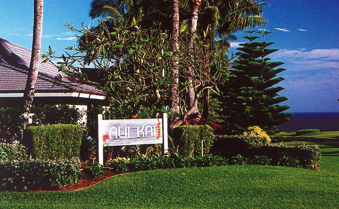 The inviting resort entrance at VRI's Alii Kai Resort in Hawaii