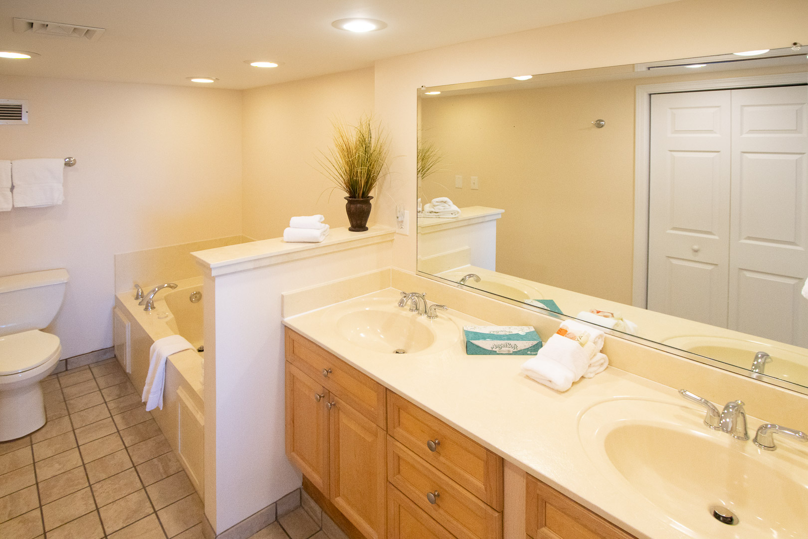 An expansive bathroom with a Hot tub at VRI's Bay Club of Sandestin in Florida.