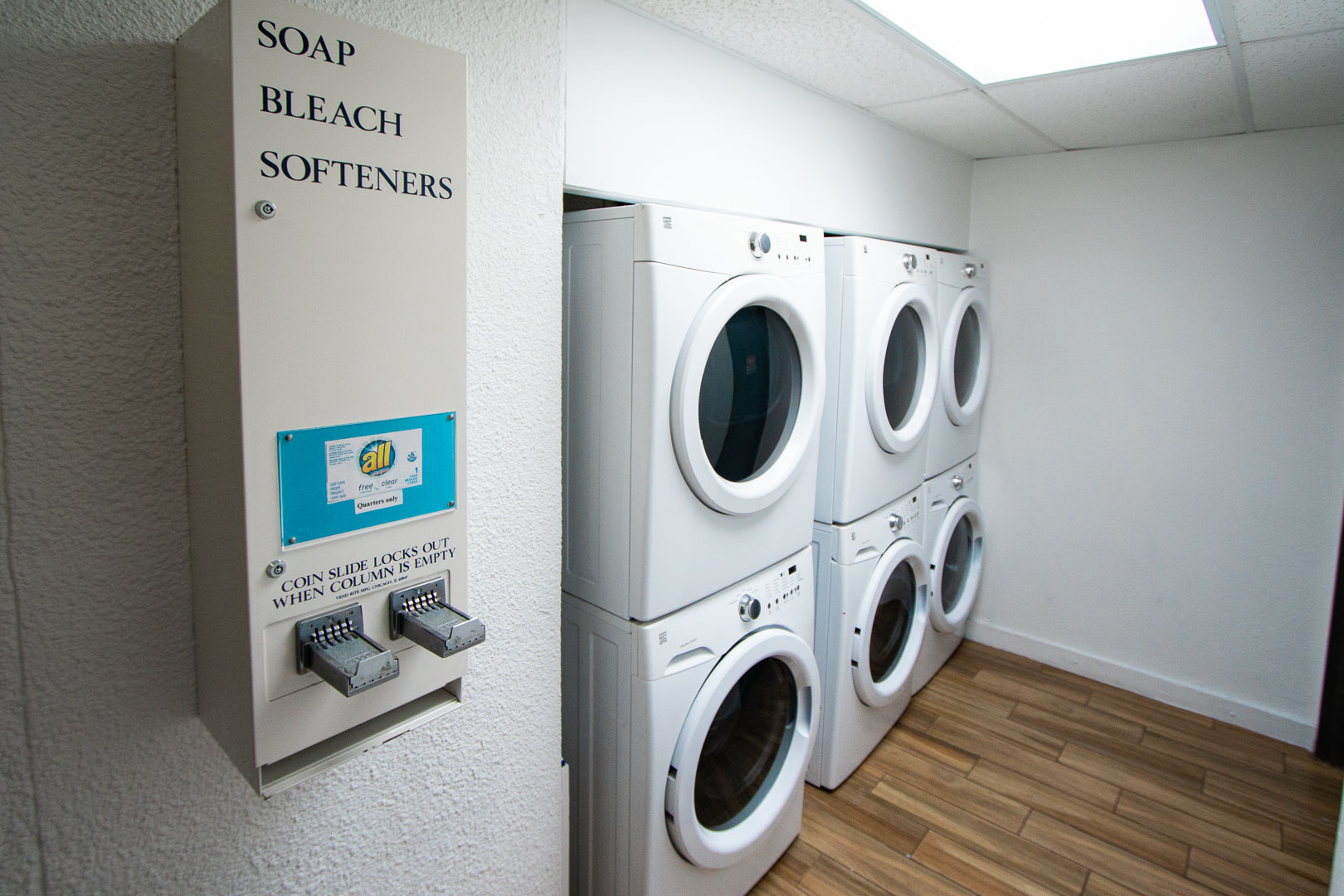 Resort amenities include laundry facilities at VRI's Bay Club of Sandestin in Florida.
