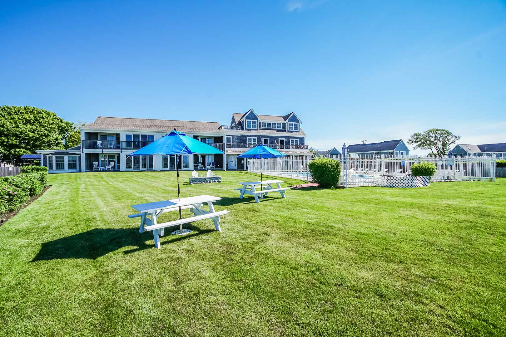 A charming picnic area at VRI's Beachside Village Resort in Massachusetts.