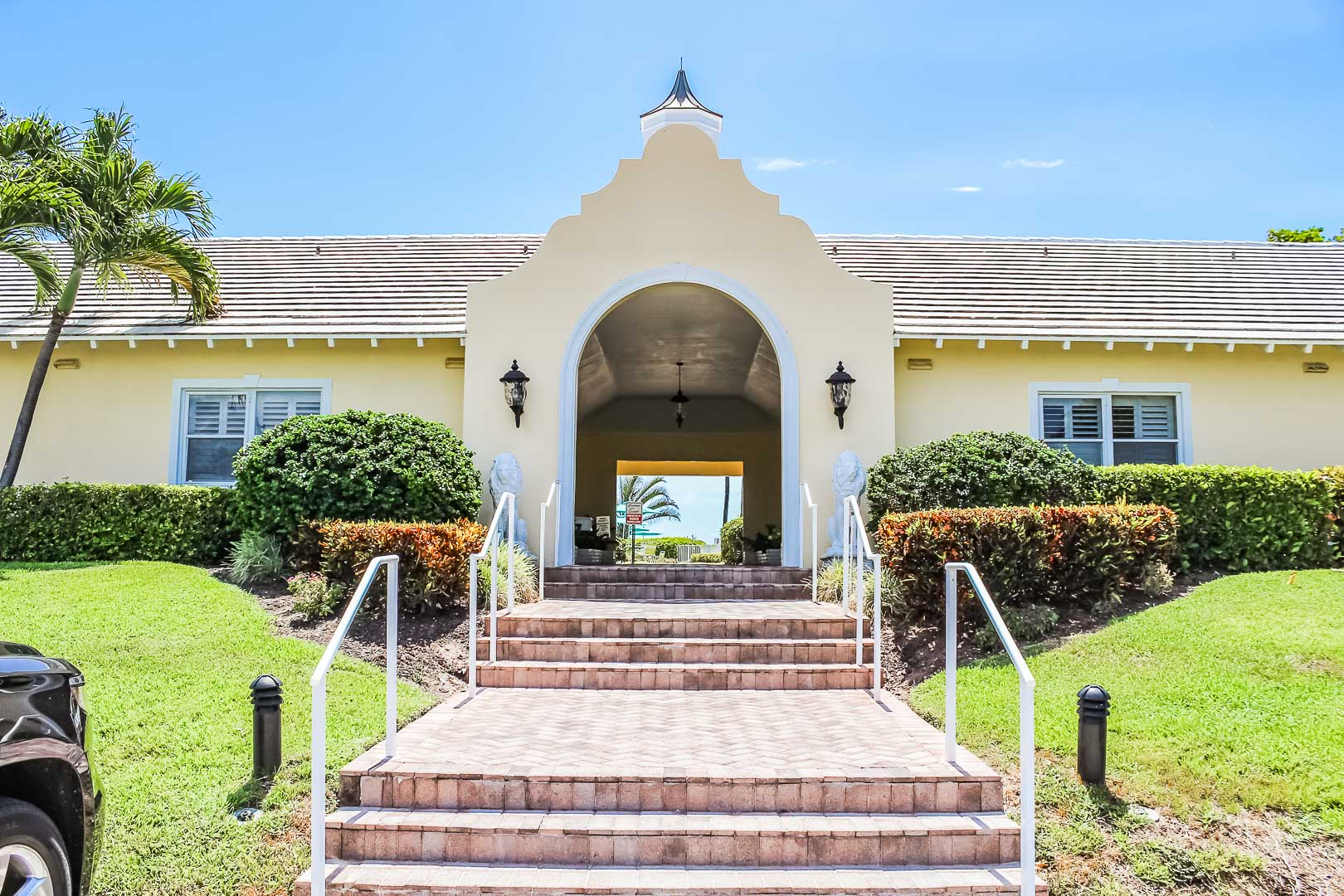 A welcoming entrance at VRI's Berkshire on the Ocean in Florida.