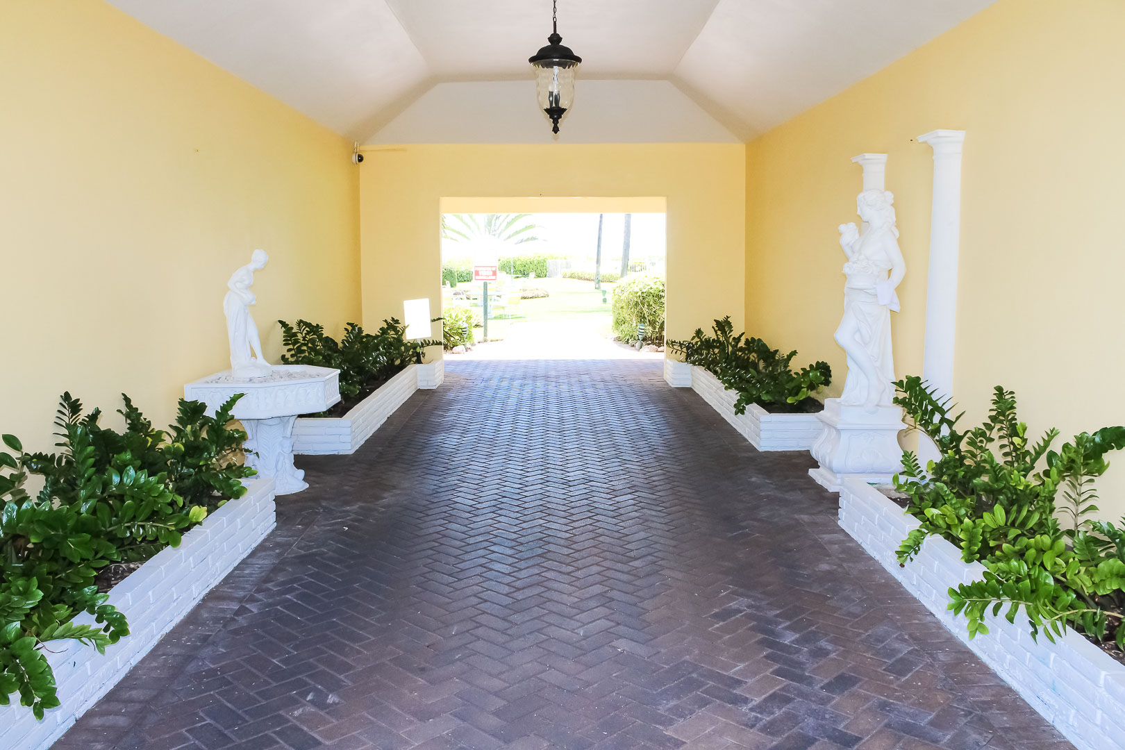 The welcoming resort entrance at VRI's Berkshire on the Ocean in Florida.