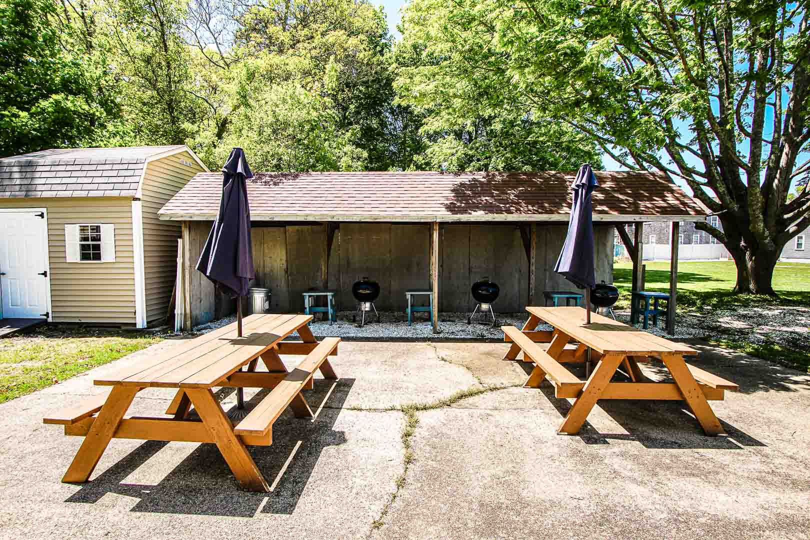 A tranquil picnic area at VRI's Cape Winds Resort in Massachusetts.