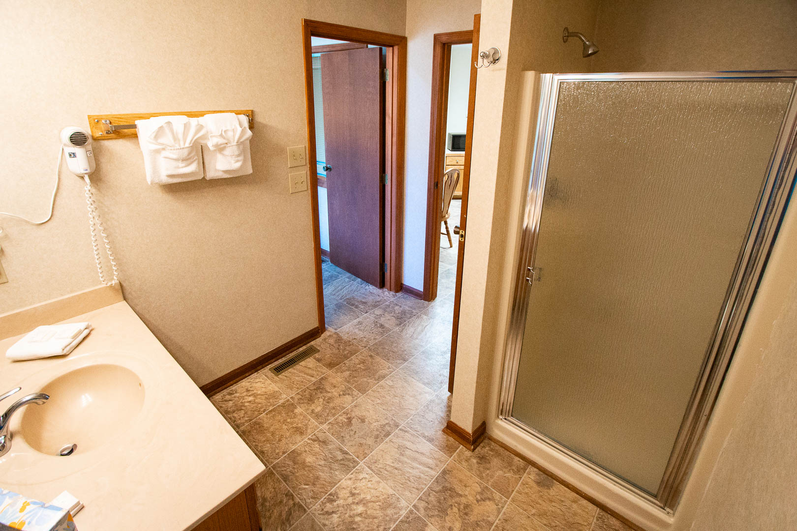 A clean bathroom at VRI's Fairways of the Mountains in North Carolina