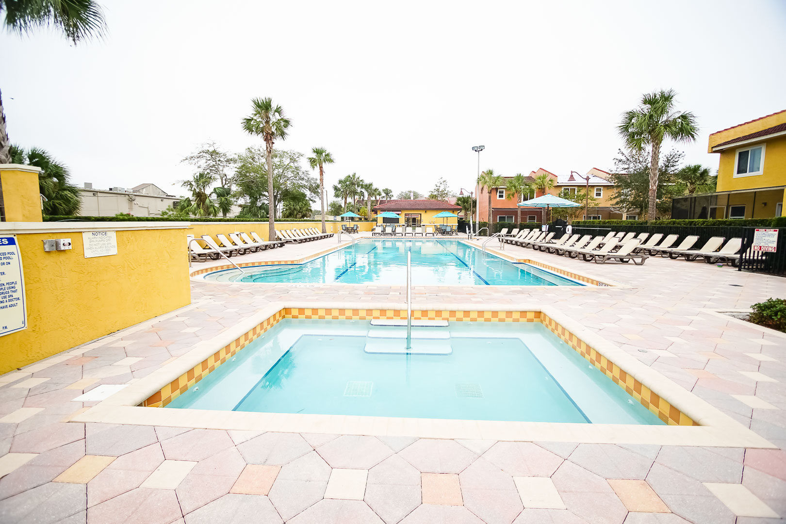 A vast view of the outdoor swimming pool and jacuzzi at VRI's Fantasy World Resort in Florida.
