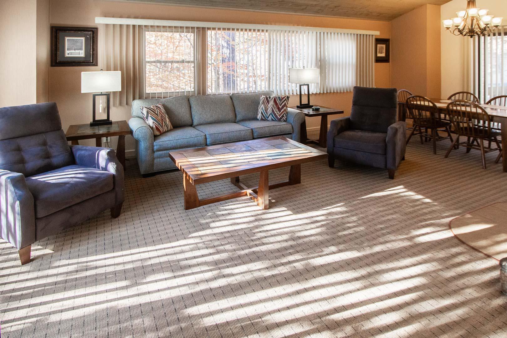 A spacious living room area at VRI's Fox Run Resort in North Carolina.