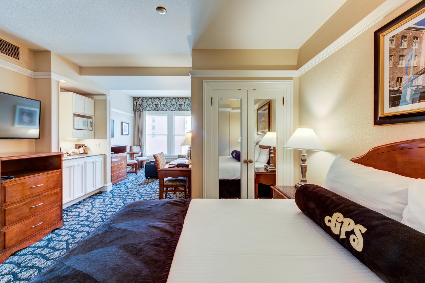 An expansive master bedroom at VRI's Gaslamp Plaza Suites in San Diego, California.