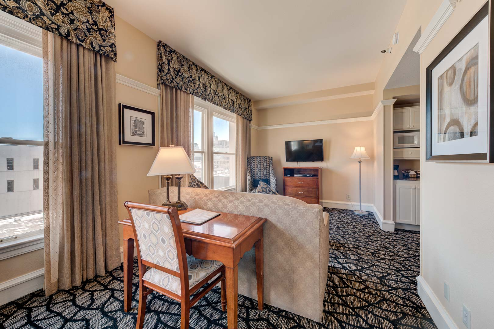 A charming living room area at VRI's Gaslamp Plaza Suites in San Diego, California.