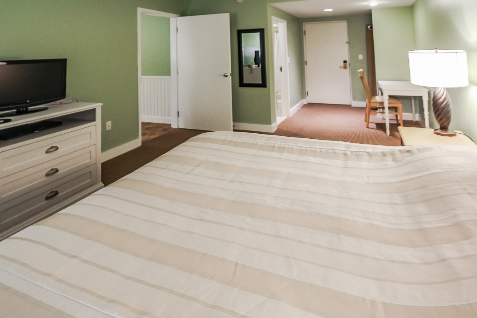 A spacious 1 bedroom at VRI's Holly Tree Resort in Massachusetts.