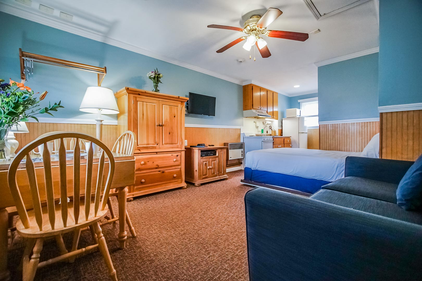 A tranquil studio unit at VRI's Island Manor Resort in Rhode Island.