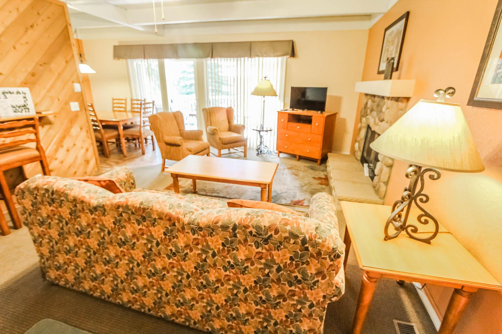 A vibrant living room area at VRI's Lake Arrowhead Chalets in California.