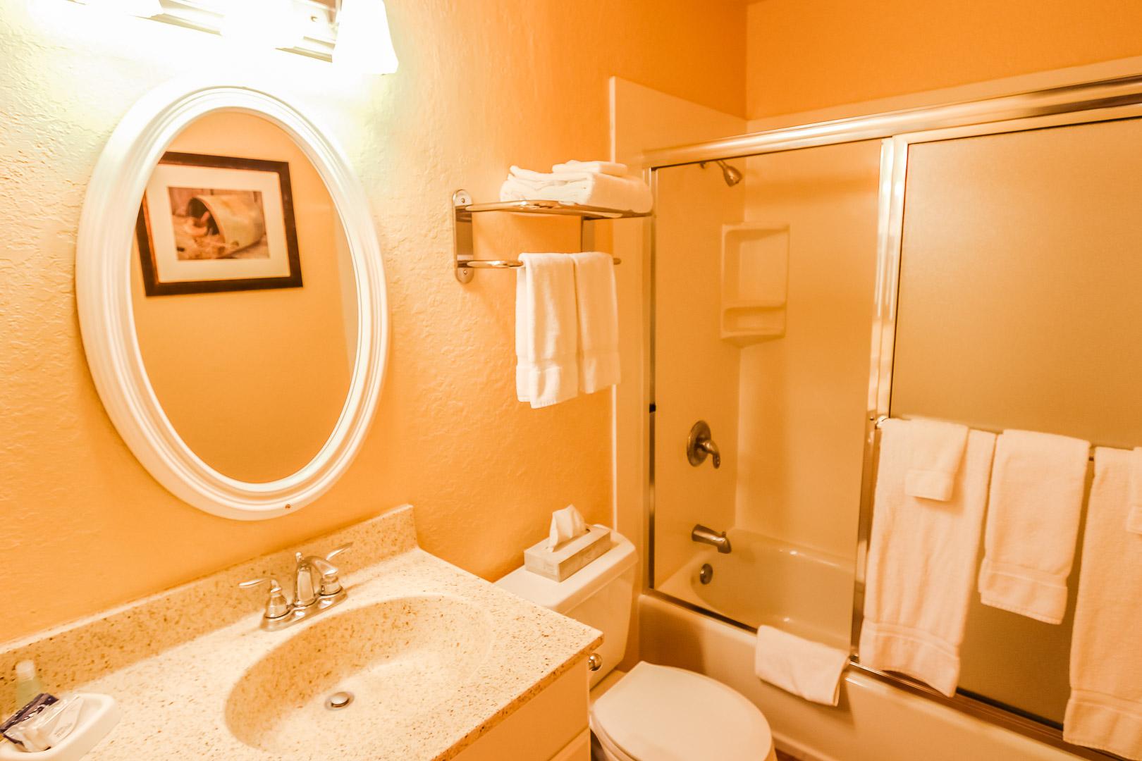 A vibrant and clean bathroom at VRI's Lake Arrowhead Chalets in California.