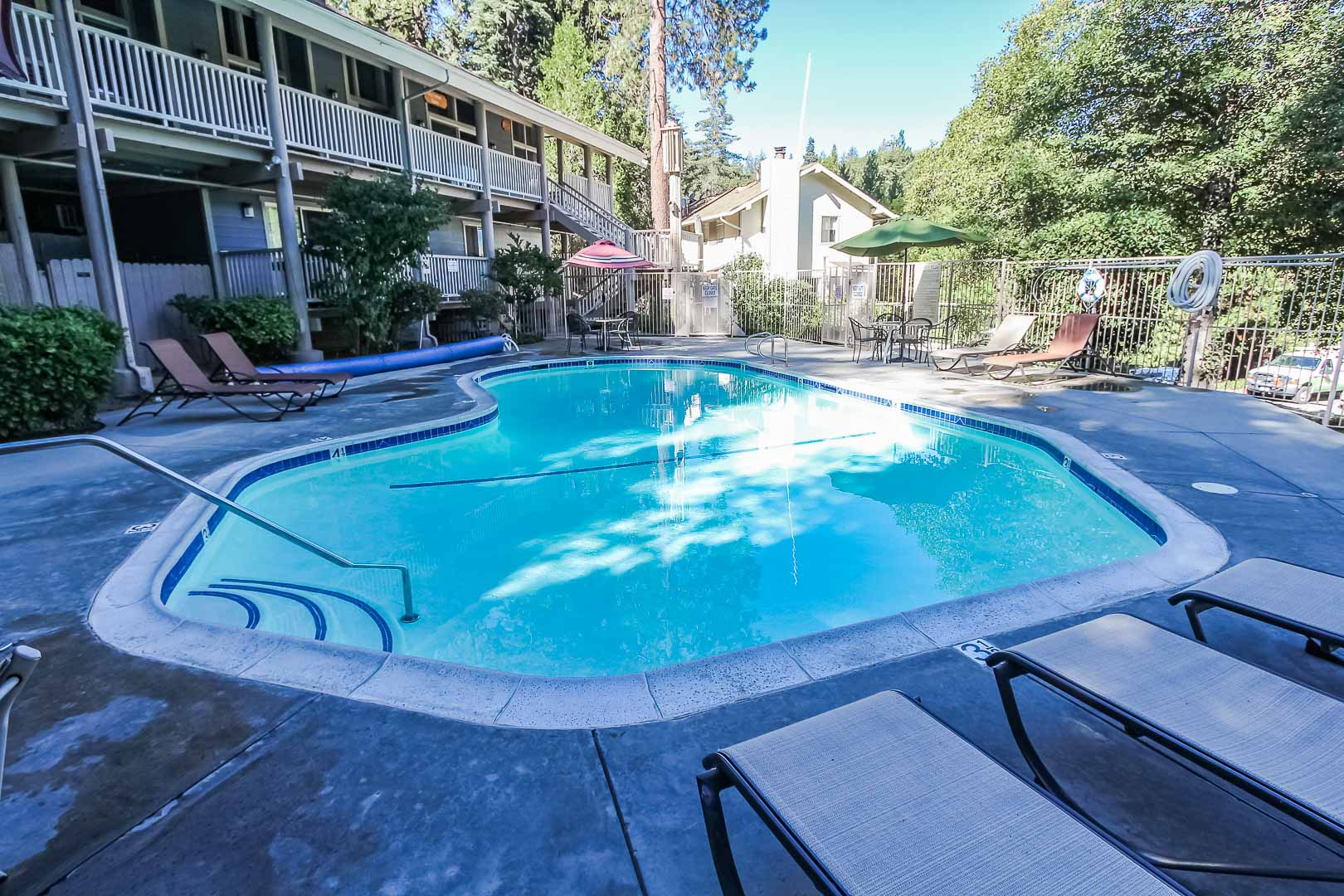 A crisp and clean outdoor swimming pool at VRI's Lake Arrowhead Chalets in California.