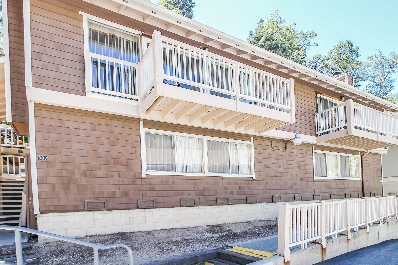 An outside view of the units at VRI's Lake Arrowhead Chalets in California.