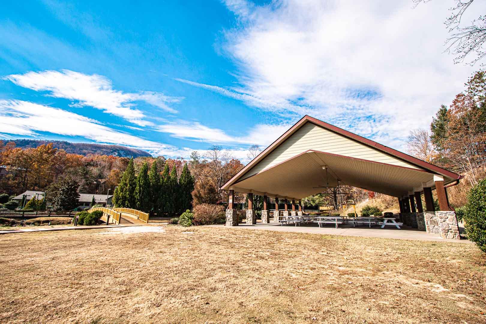 A spacious picnic area at VRI's Mountain Loft Resort in North Carolina.