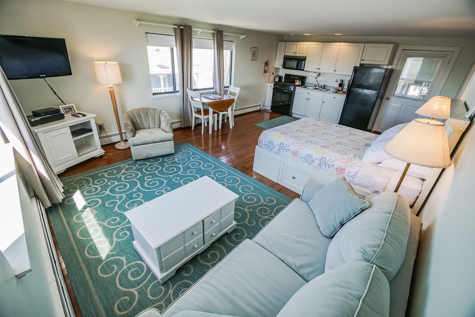 A cozy studio unit  at VRI's Neptune House Resort in Rhode Island.