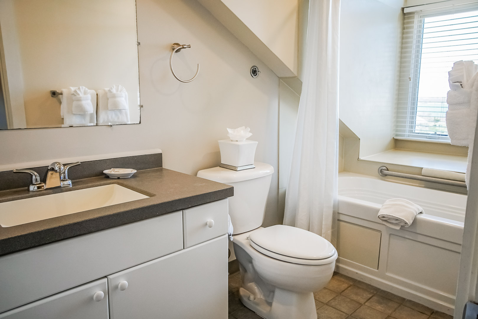 A refreshing bathroom at VRI's Oceancliff Resort in Rhode Island.