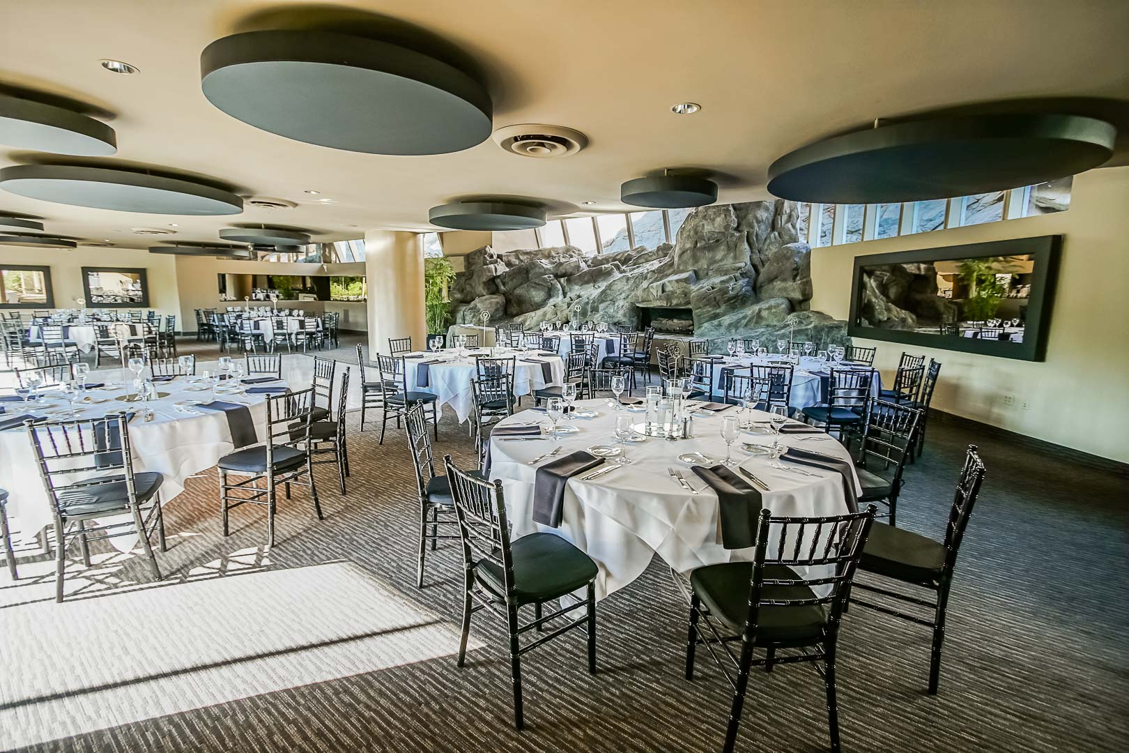 An inviting resort restaurant at VRI's Palm Springs Tennis Club in California.