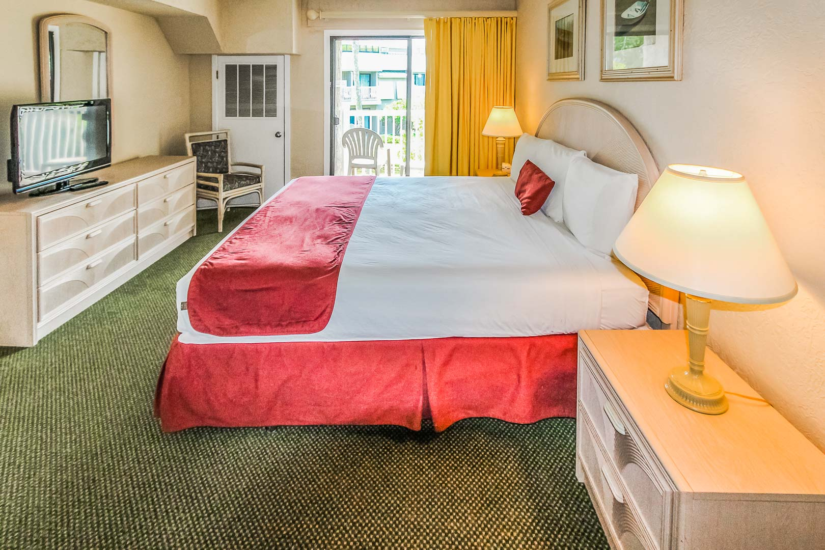 A vibrant master bedroom at VRI's Players Club Resort in Hilton Head Island, South Carolina.