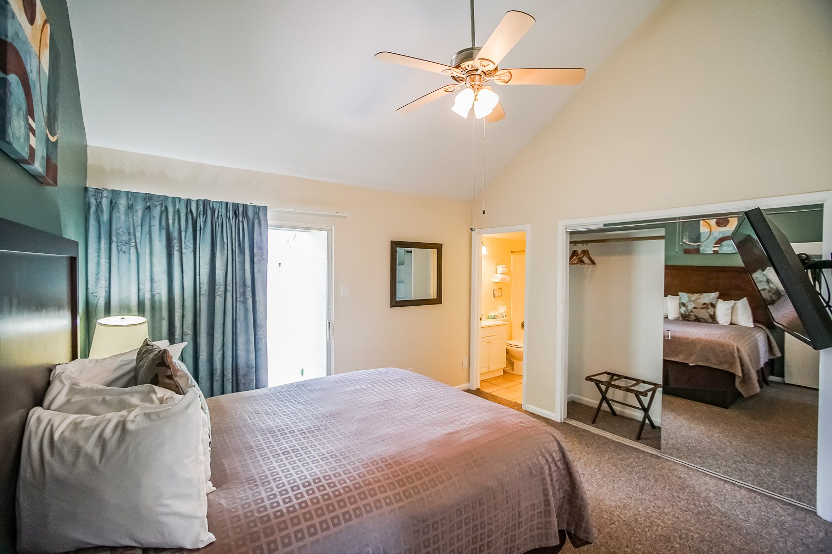 An expansive view of the master bedroom at VRI's Puente Vista in Texas.