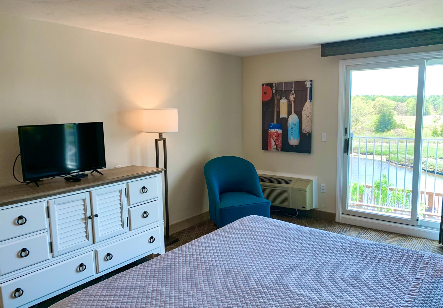 A clean bathroom at VRI's Riverview Resort in Massachusetts.