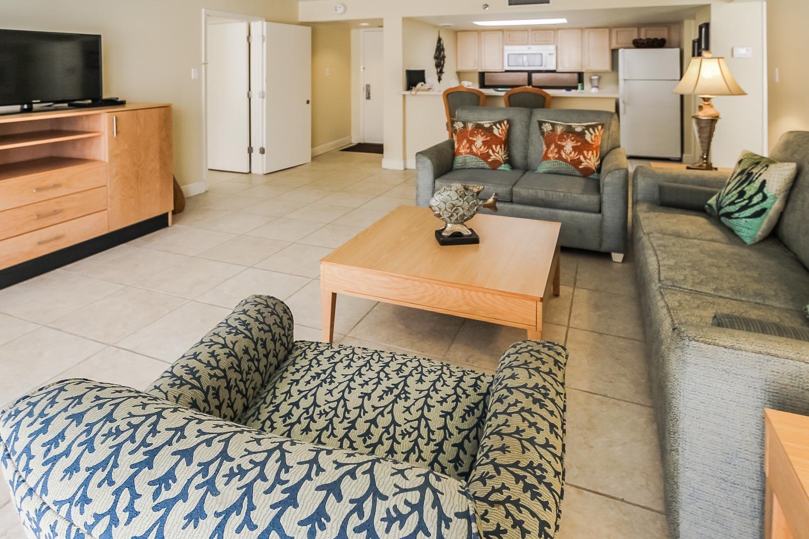 A spacious living room area at VRI's Royale Beach Tennis Club in Texas.