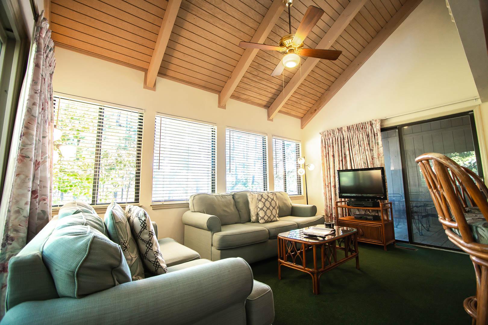 A cozy living room area at VRI's Sandcastle Cove in New Bern, North Carolina.