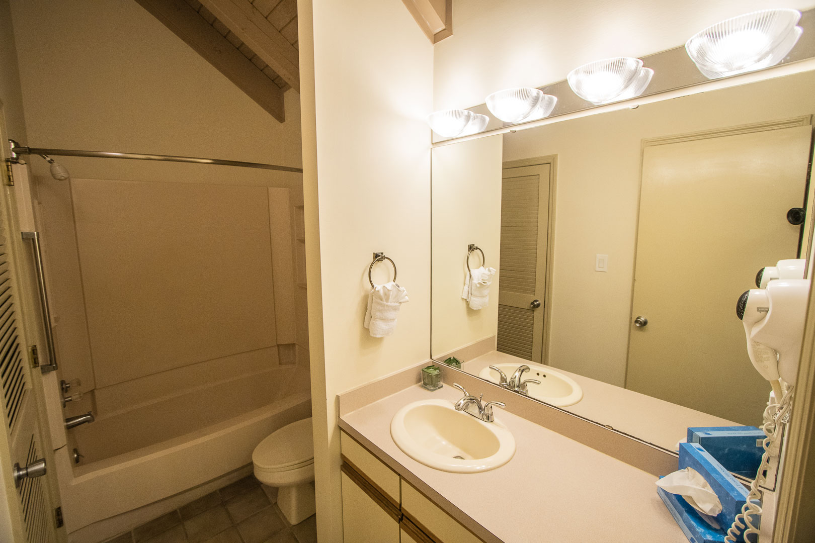 A crisp clean bathroom at VRI's Sandcastle Cove in New Bern, North Carolina.